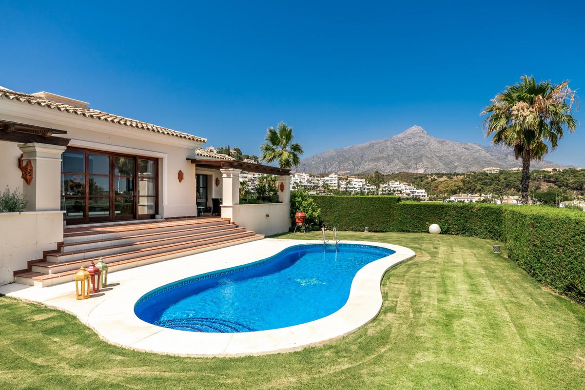 Villa zu verkaufen in Nueva Andalucía R3898555