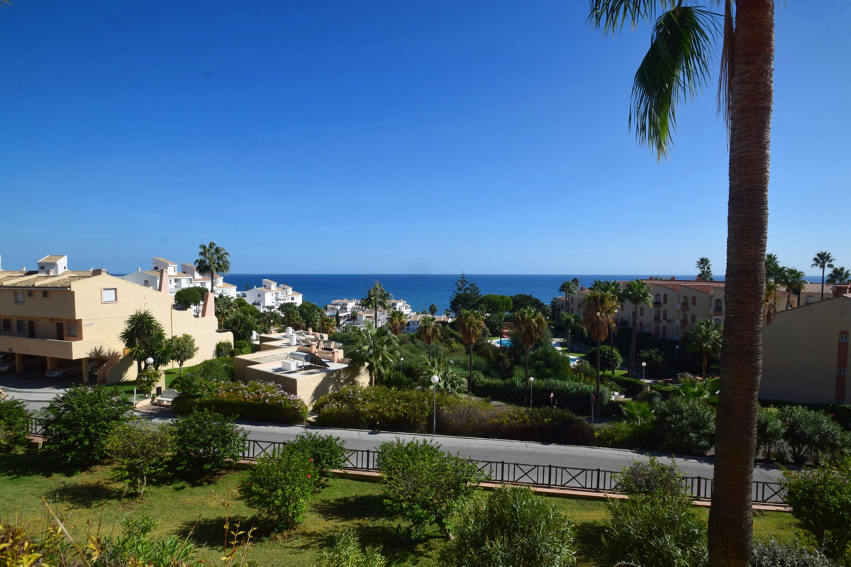 This beautiful apartment is set in 5 start resort which makes it perfect place for Holiday rentals o,Spain