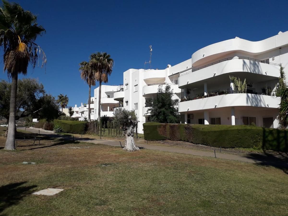 Apartment Middle Floor Estepona Málaga Costa del Sol R3712250 8