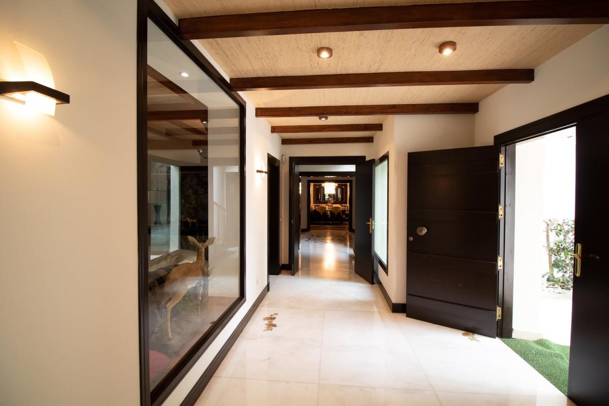 Villa con 5 Dormitorios en Venta Los Monteros