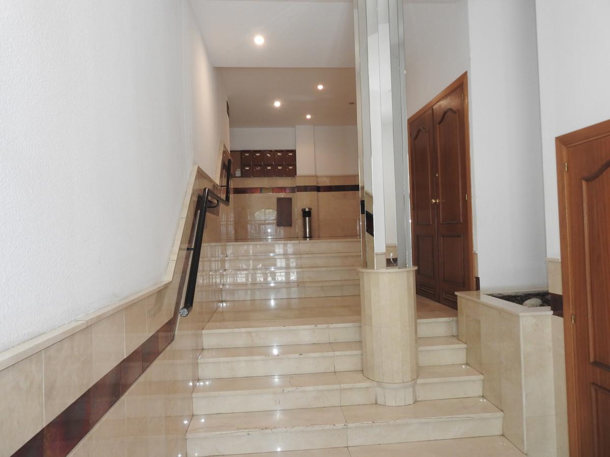 Spacious apartment in Fuente Nueva San Pedro de Alcantara.  This fantastic apartment of 120 meters, ,Spain