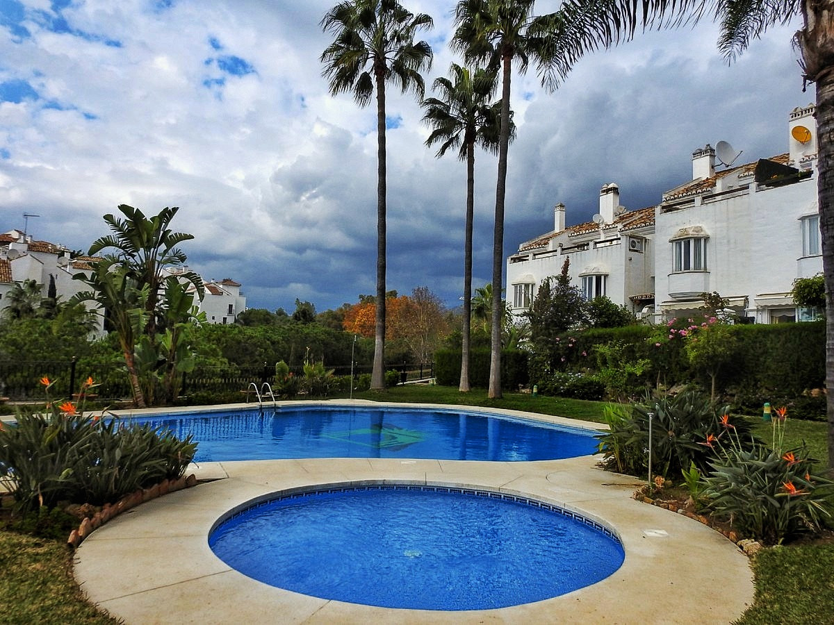 Fantastic townhouse in the golden mile. This beautiful house has 3 floors. On the 1st floor there is,Spain