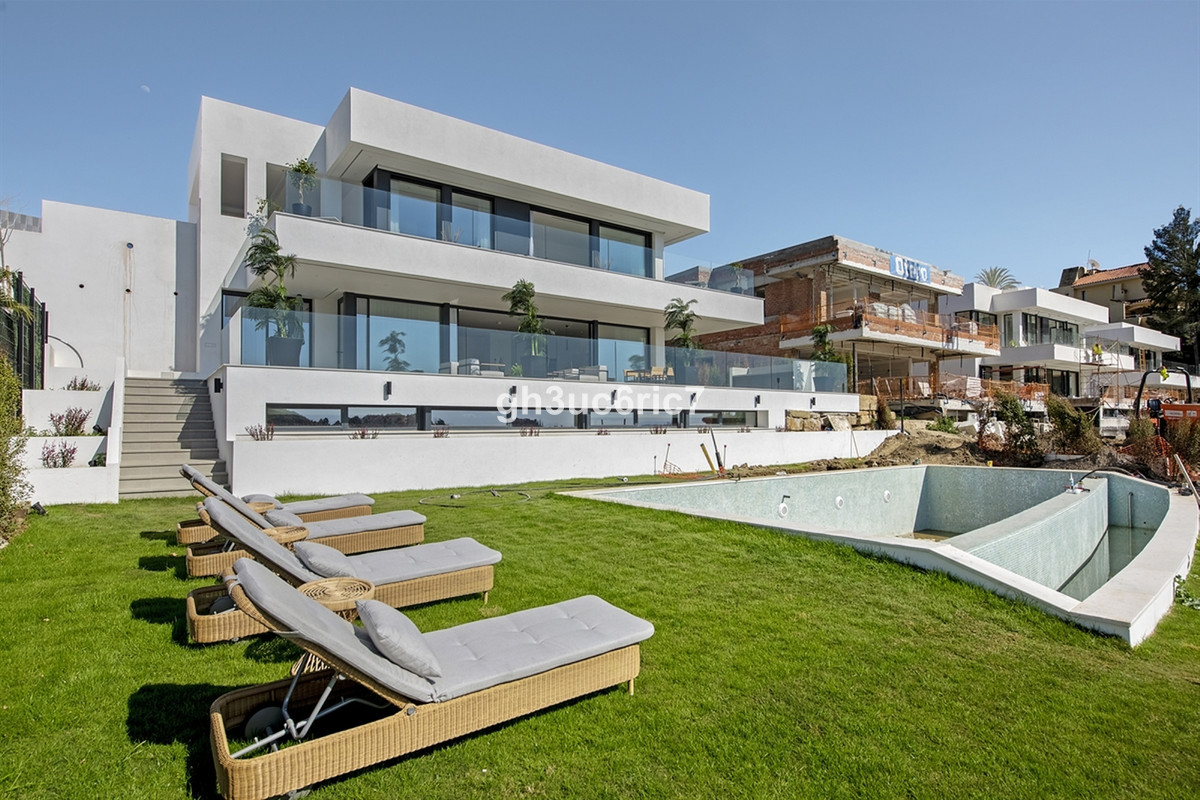 One of few villas in the exclusive area of Nueva Andalucia with both sea and mountain view.  The vil,Spain