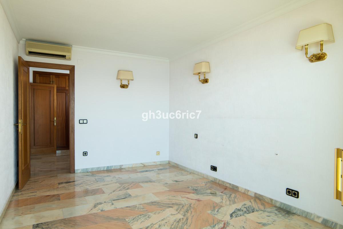 Apartment Middle Floor Fuengirola Málaga Costa del Sol R3569710 5