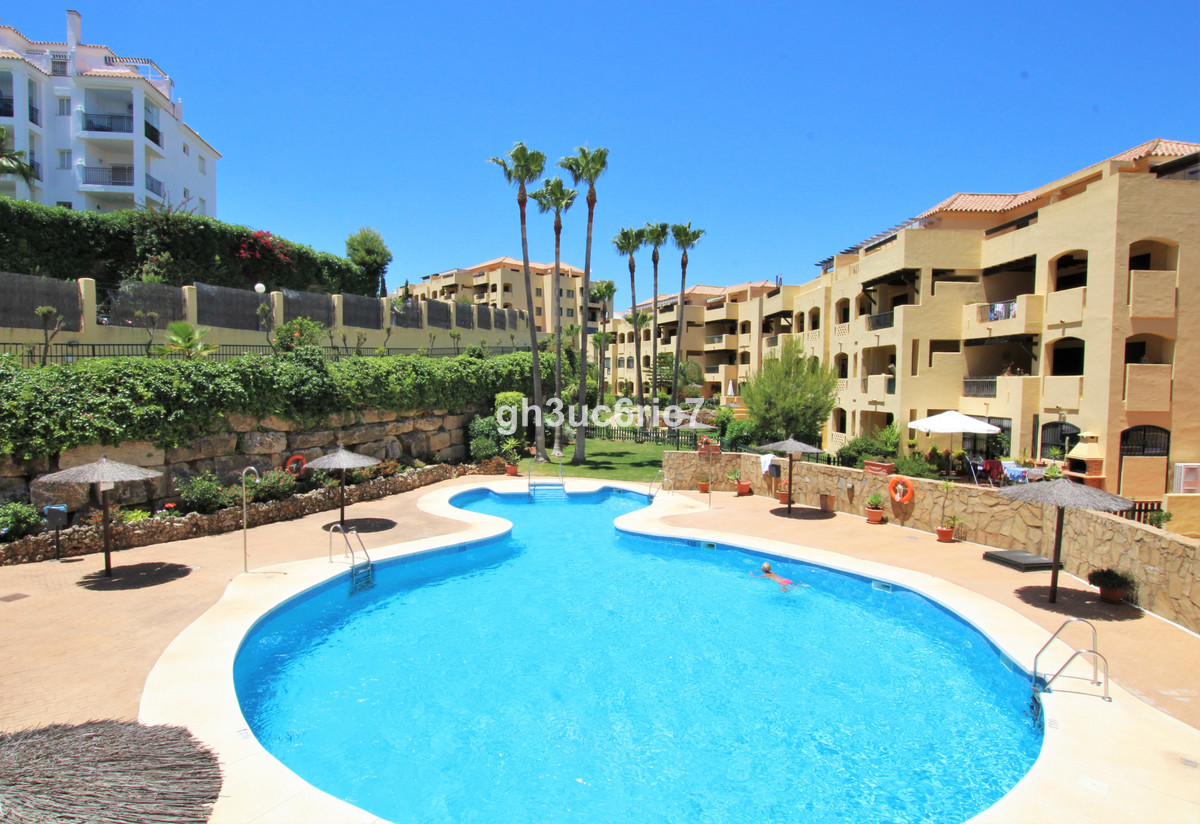 A bright and airy south facing two bedroom apartment located in a peaceful area of Miraflores in Mij,Spain