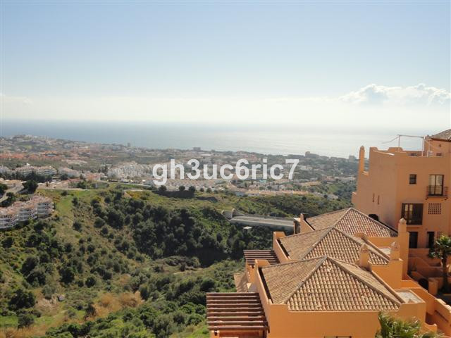 Spacious apartment situated within a secure and popular community in upper Calahonda!  This well mai,Spain
