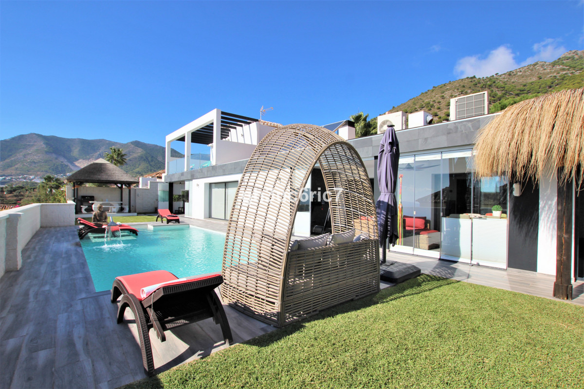 An amazing contemporary villa nestled in the foot hills of Buenavista, Mijas, just above Fuengirola ,Spain