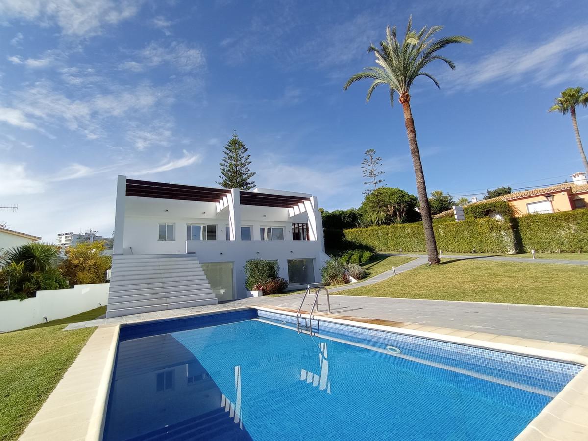 Detached Villa for sale in Nueva Andalucía R3867649