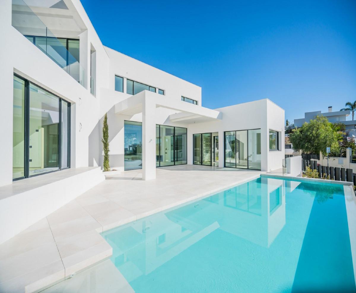 Detached Villa, Nueva Andalucia, Costa del Sol. 4 Bedrooms, 4 Bathrooms, Built 600 m², Terrace 223 m,Spain