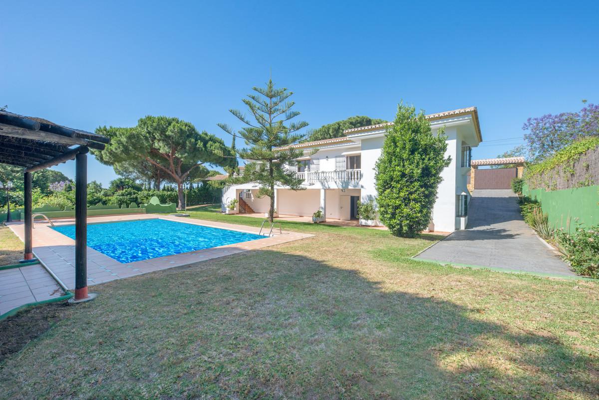 Detached Villa in Marbella R3443182