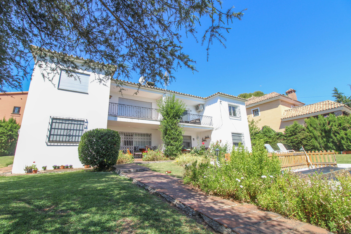 Penthouse Apartment in Nueva Andalucia