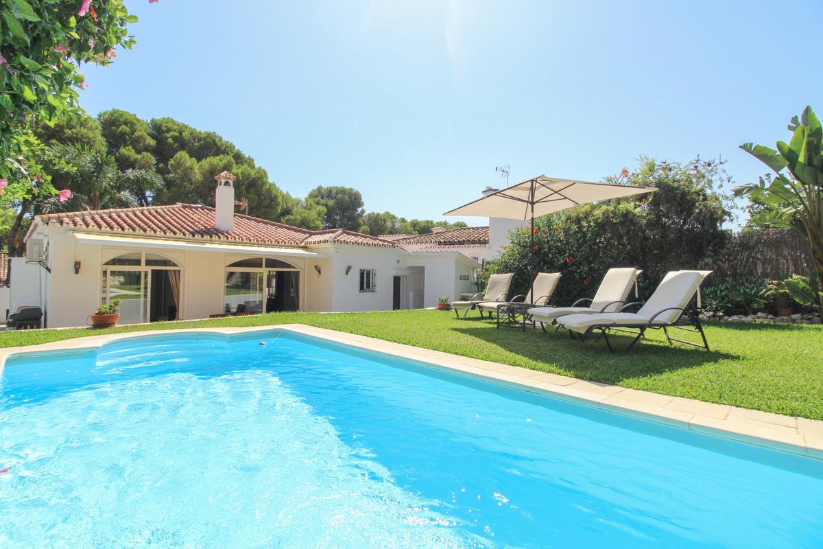 Detached Villa for sale in Nueva Andalucía R3678521