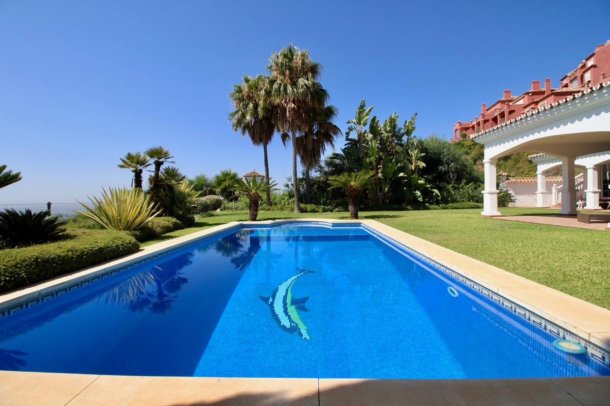 Villa · Monte Halcones