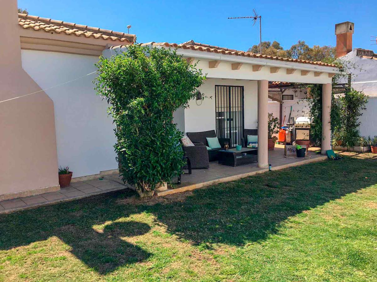 Villa in Los Barrios    Villa in Los Barrios with 4 bedrooms and 2 bathrooms, with salt water pool, ,Spain