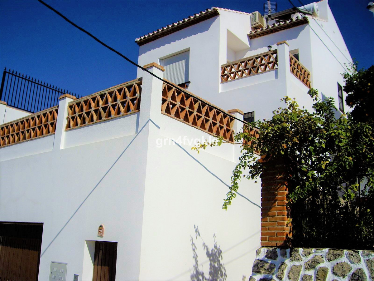 Townhouse, Periana, Costa del Sol East. 3 Bedrooms, 1 Bathroom, Built 141 m², Terrace 34 m².  Settin,Spain