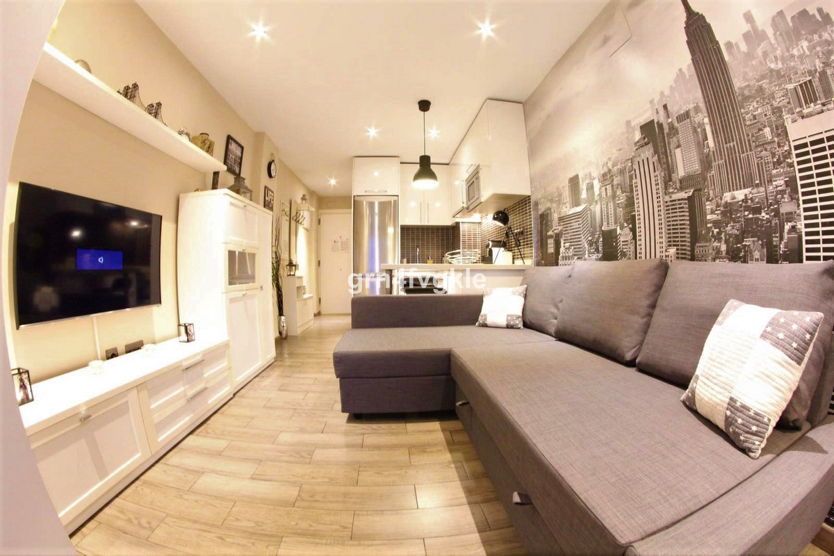 Middle Floor Studio, El Pinillo, Costa del Sol. Built 31 m².  Setting : Town, Commercial Area, Close,Spain
