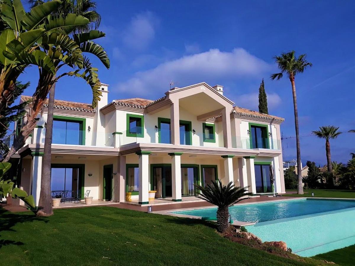 Detached Villa, Selwo, Costa del Sol. 5 Bedrooms, 6 Bathrooms, Built 931 m², Garden/Plot 2004 m².  S,Spain