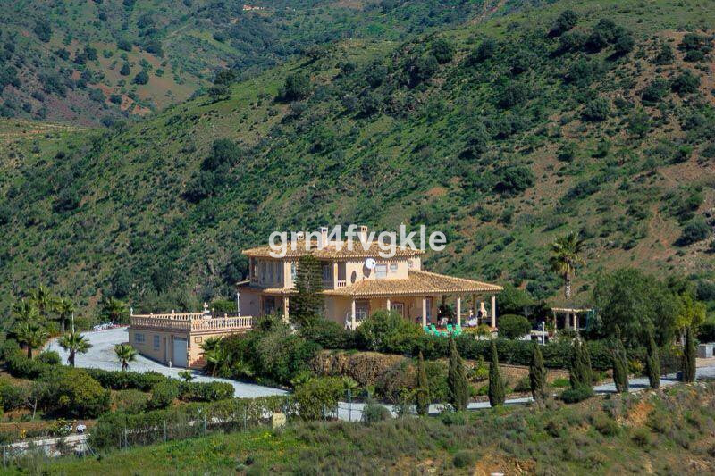 House in Almogía R3328885 1