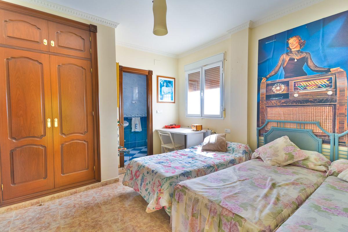 House in Almogía R3328885 15