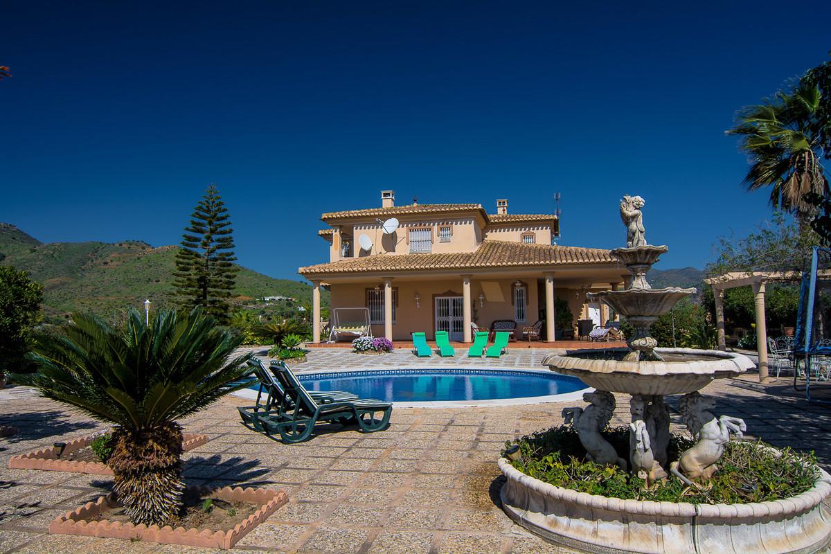 House in Almogía R3328885 4