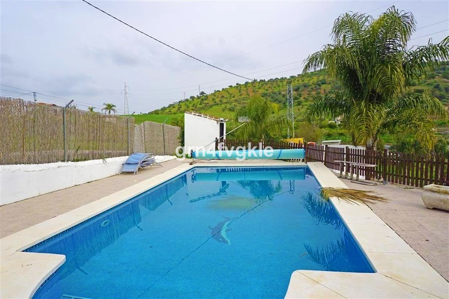 Country house in COIN totally legal with deeds, barbecue, garage, 4 bedrooms, 3 bathrooms, living ro,Spain
