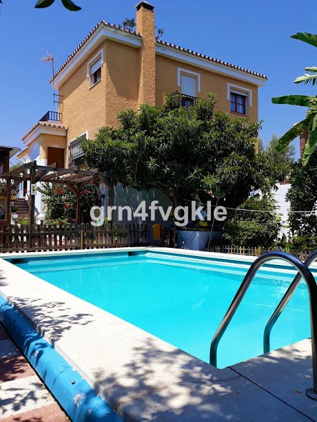 Detached villa 516 m plot, 200m built, near the Rincon sports center and the motorway. Housing on 2 ,Spain