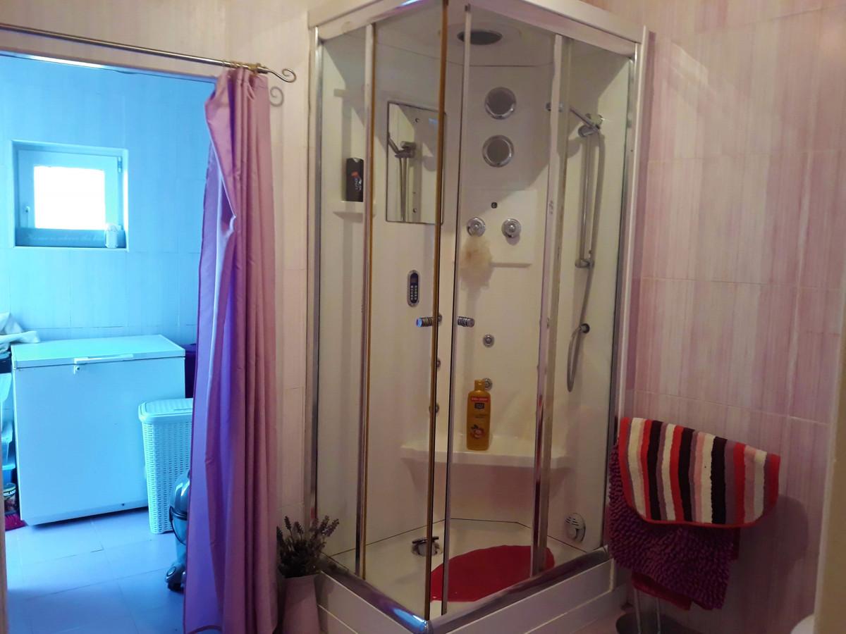 House in Almogía R3326725 10