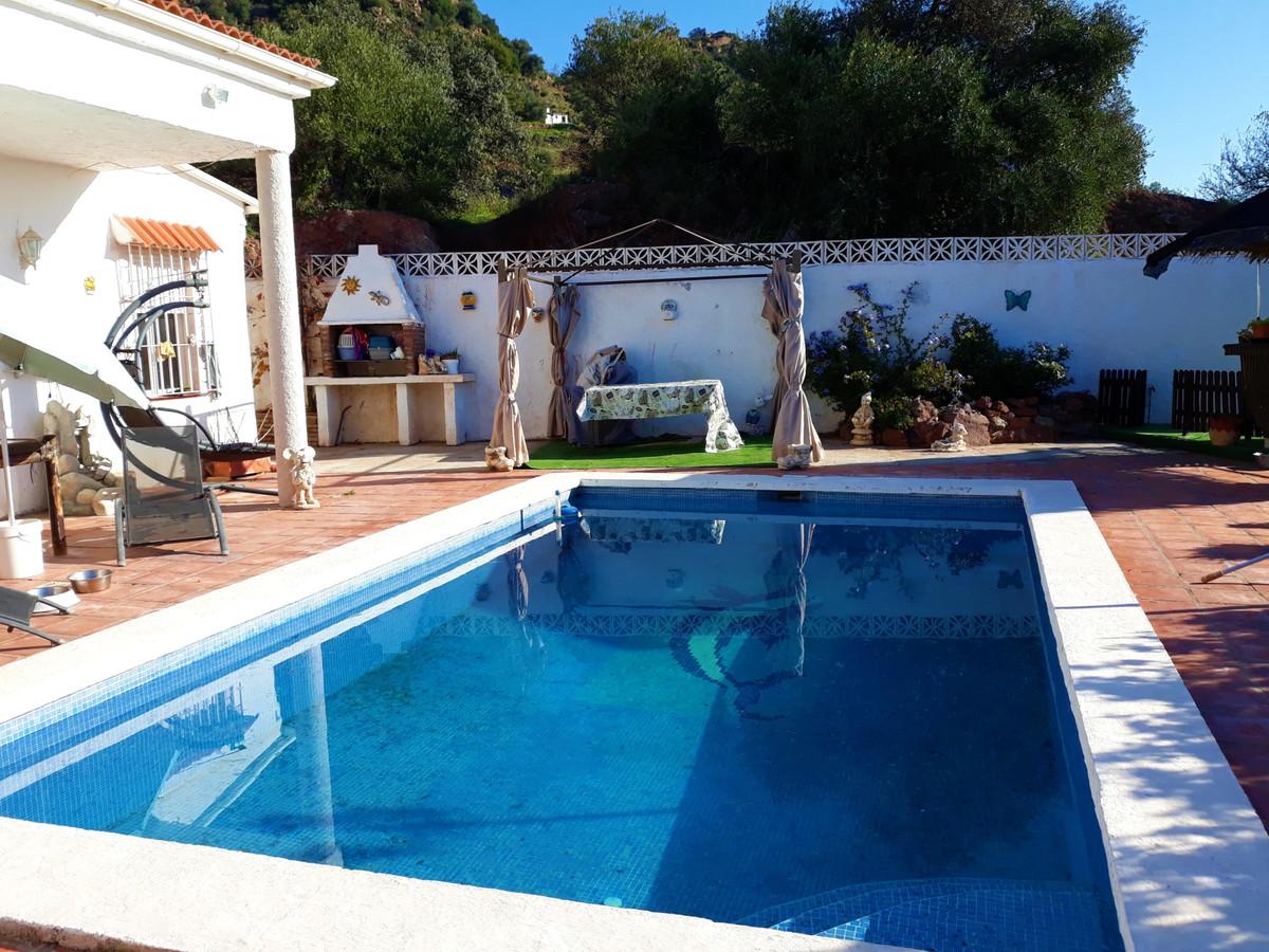House in Almogía R3326725 2
