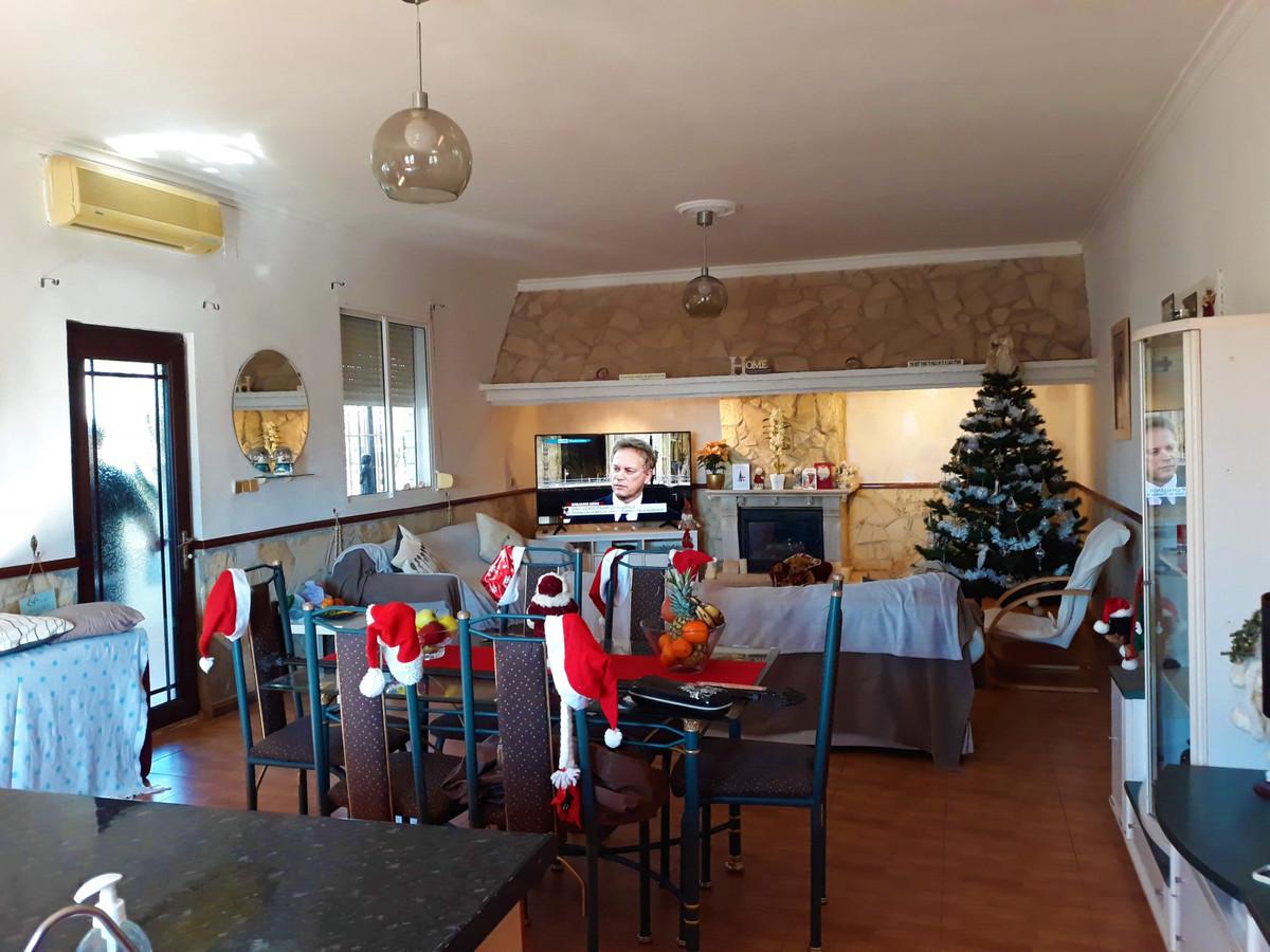 House in Almogía R3326725 8