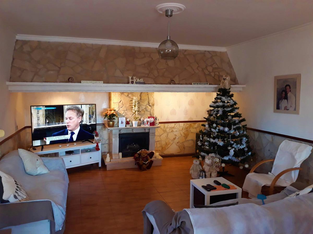 House in Almogía R3326725 9
