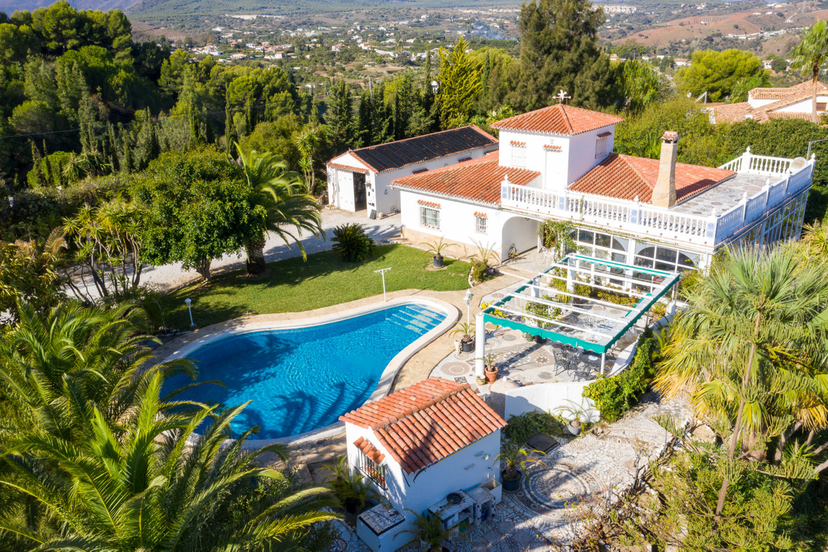 Spectacular property located in a natural environment with spectacular views of the valley and the m,Spain