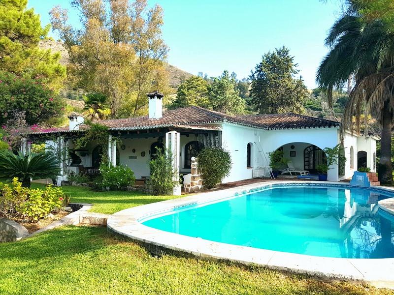 """Espectacular villa ubicada en un paraiso natural entre Alhaurin el Grande y Coin, """"Barranco Bla,Spain"""