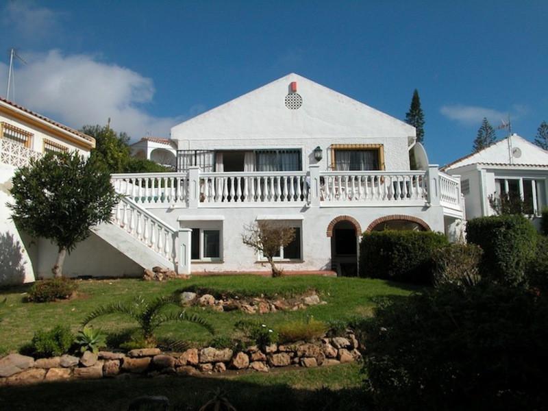 Outstanding villa in the quiet area of El Faro. The main floor consists of three bedrooms, two bathr,Spain