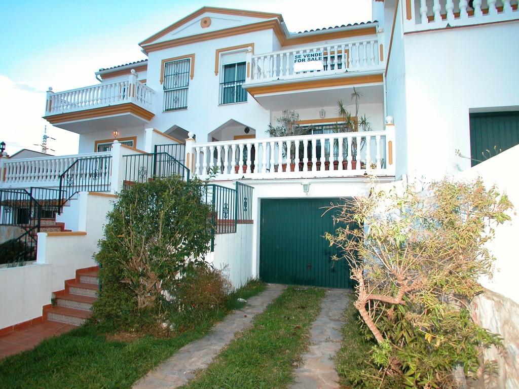 Townhouse, -- Select --, Costa del Sol. 4 Bedrooms, 2 Bathrooms, Built 229 m², Terrace 23 m², Garden,Spain