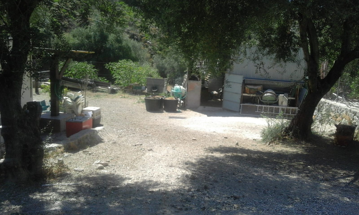 Land, Ojen, Costa del Sol. Garden/Plot 1200 m².  Setting : Country. Orientation : North, East, South,Spain