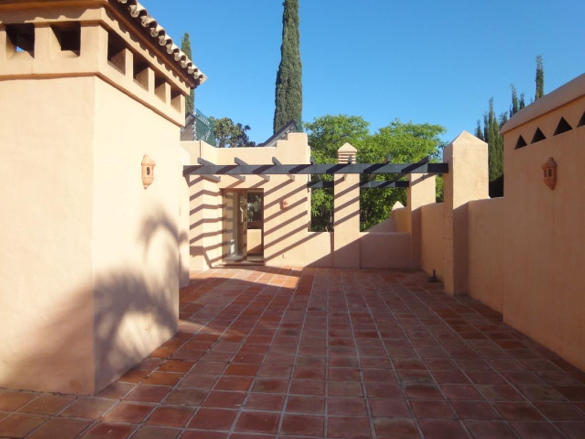 Middle Floor Apartment, Benahavis, Costa del Sol. 3 Bedrooms, 2 Bathrooms, Built 150 m², Terrace 80 ,Spain