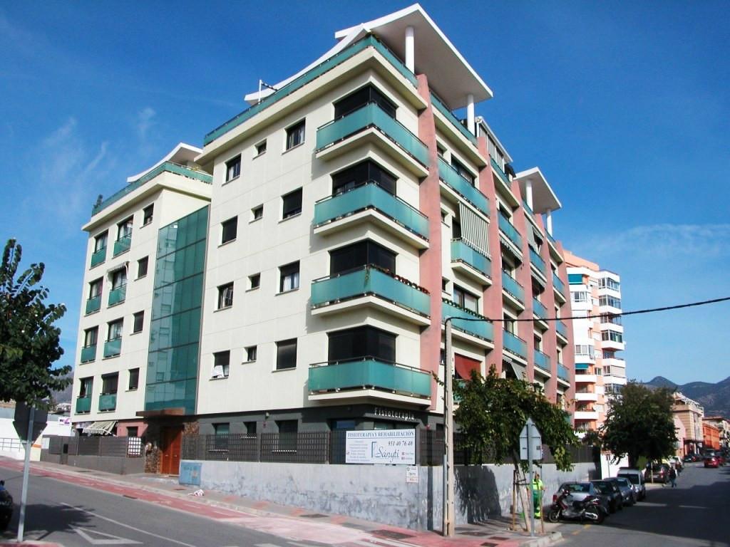 Un apartamento de estado excelente de dos habitaciones y dos banos, salon comedor, cocina,  Dispone ,Spain