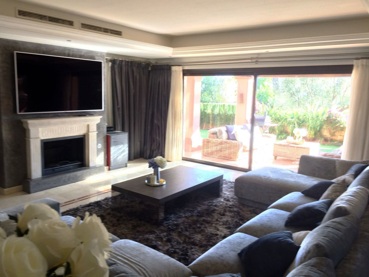 Semi-Detached House, Sierra Blanca, Costa del Sol. 4 Bedrooms, 3 Bathrooms, Built 425 m², Terrace 10,Spain