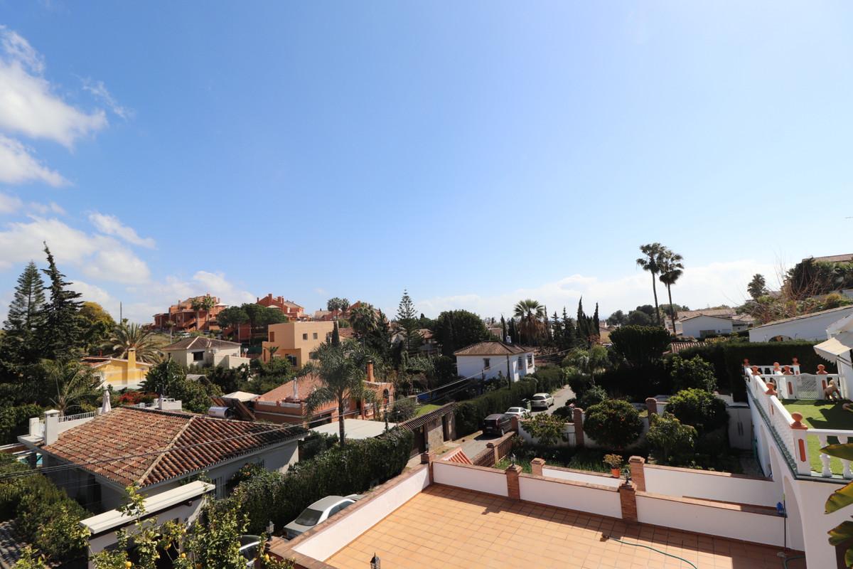 Detached Villa in Nueva Andalucia