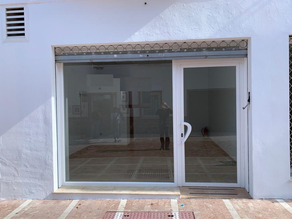 3049-V ALHAURIN DE LA TORRE.- For sale Commercial premises of 26m2, large windows and grilles on win,Spain