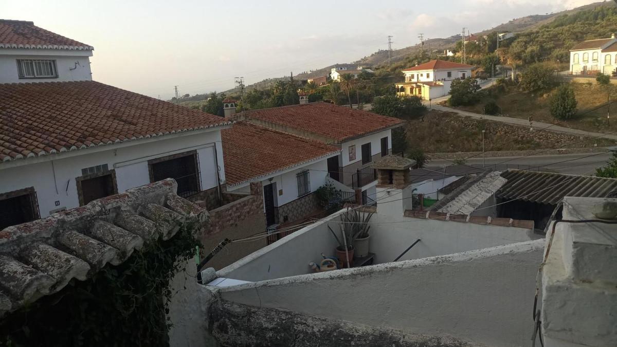 House in Alora R3585670 12