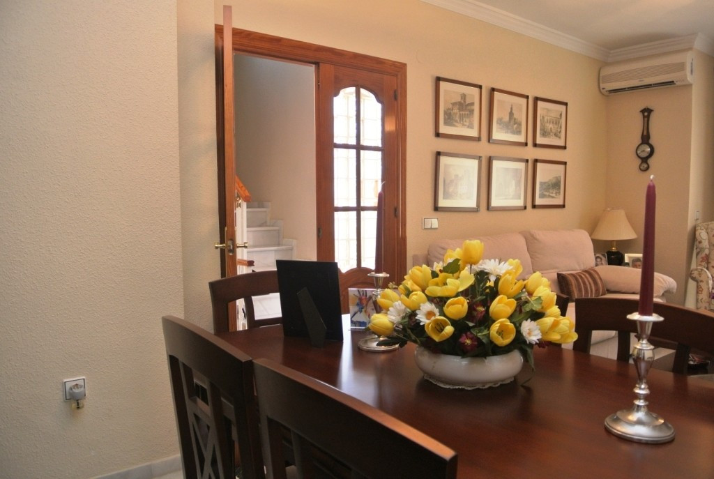 Unifamiliar con 4 Dormitorios en Venta Alhaurín de la Torre
