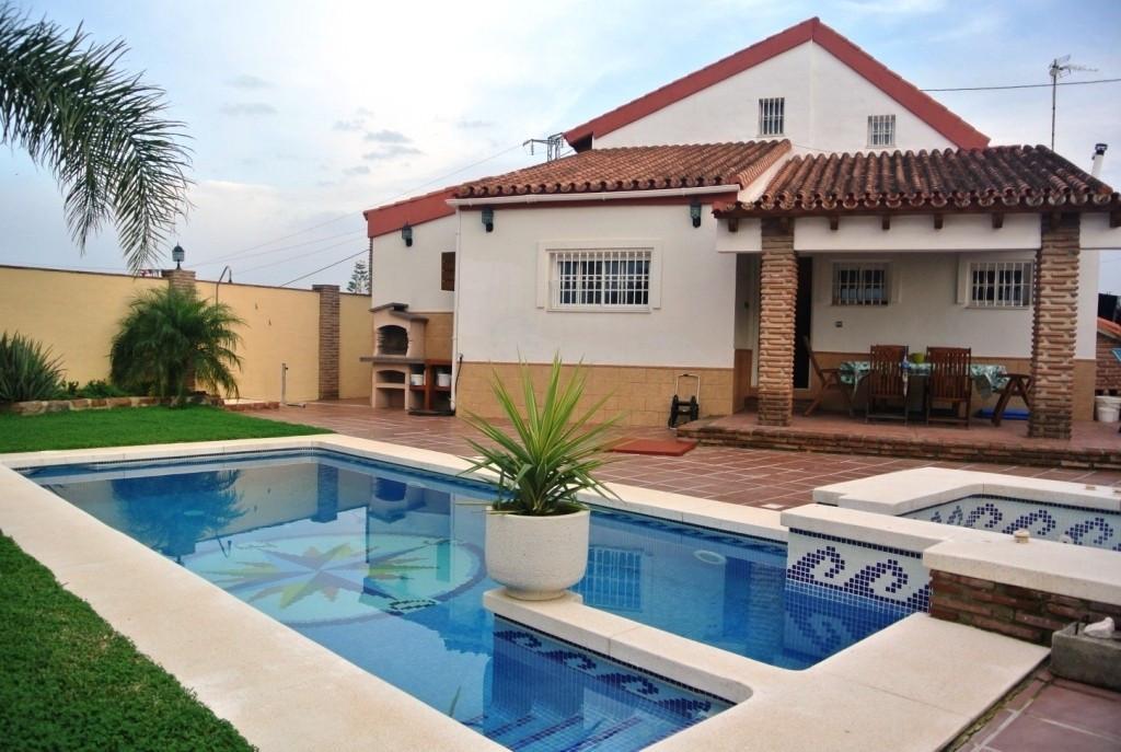 Villa in Alhaurin de la Torre located in a privileged environment, located close to  Costa del Sol a,Spain