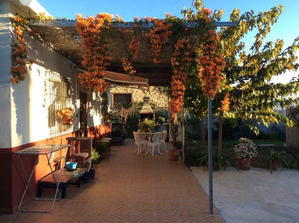 For sale. A 71m2  villa on one level on a 706sqm of fenced urban plot. Located five minutes from the,Spain