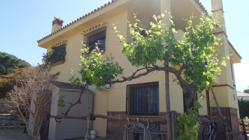 Detached Villa in Alhaurín de la Torre R3188500