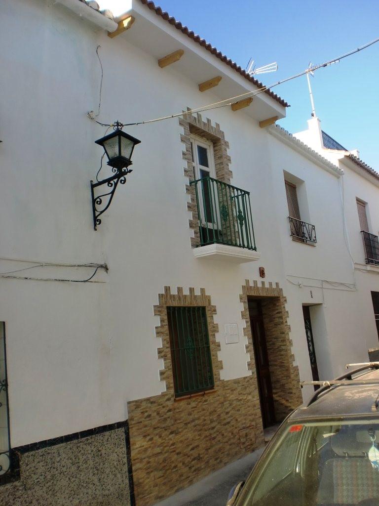 - ALHAURIN EL GRANDE (Center) For sale a semi-detached villa in the centre of Alhaurin  el Grande on,Spain