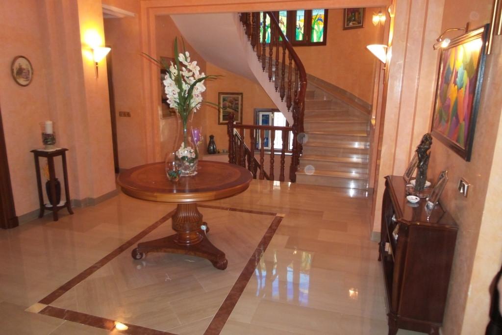 Villa 5 Dormitorios en Venta Alhaurín de la Torre