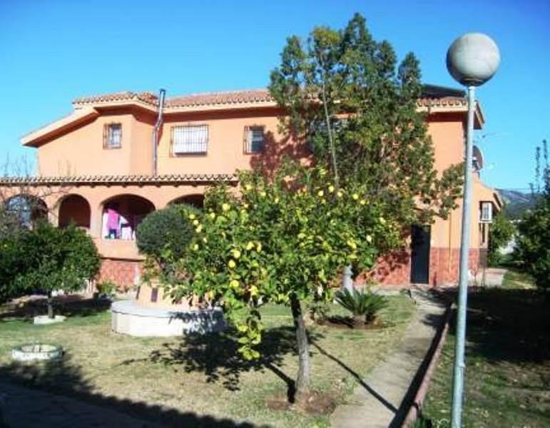 ALHAURIN DE LA TORRE (URBANIZATION PINOS DE ALHAURIN) For sale a large independent villa on a 2.700m,Spain