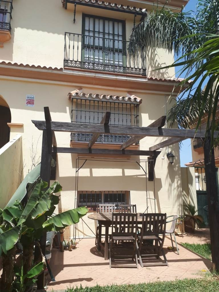 Reihenhaus Stadthaus in Alhaurín de la Torre R3523465