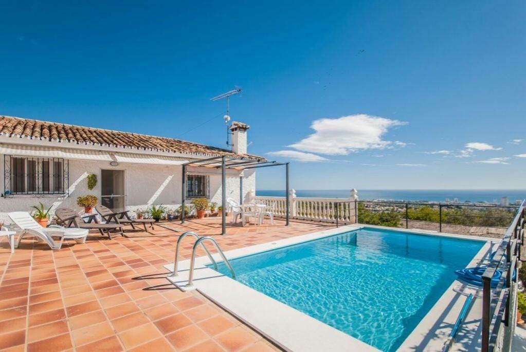 For sale a spectacular independent villa on a 13,000 m 2 plot half urban / rural half completely fen,Spain